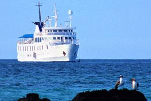 La Pinta sailing in Galapagos