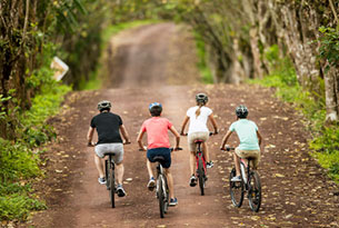 National Geographic Unique Lodges of the World: Paseo en bici