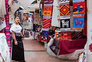Plaza de los ponchos en Otavalo, Ecuador