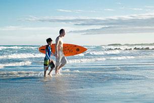 Surfeando en las Islas Galápagos