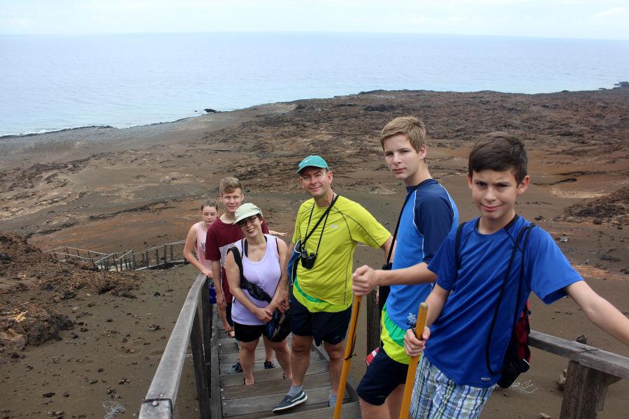 Diferentes generaciones disfrutan de una expedición en las Galápagos