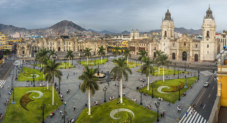 Plaza en Lima, Perú