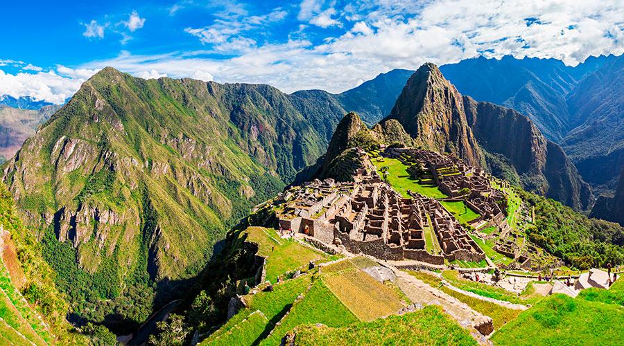 Montaña Huayna Picchu desde la distancia