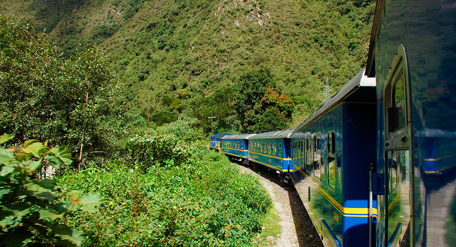 Train traveling from Cuzco to Machu Picchu